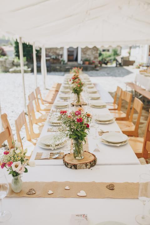 Svatební tabule v přírodním stylu -  inspirace.. - Jednoduché, pěkné. :-)