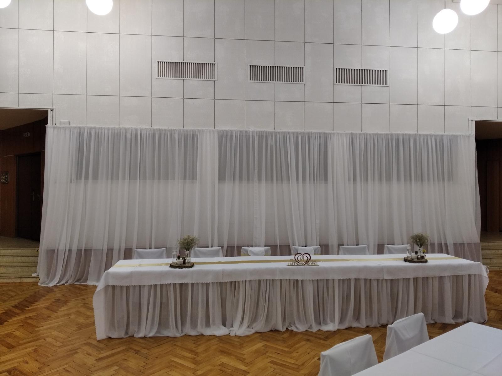 zástena hlavného stola + sukňa na stôl - Obrázok č. 1