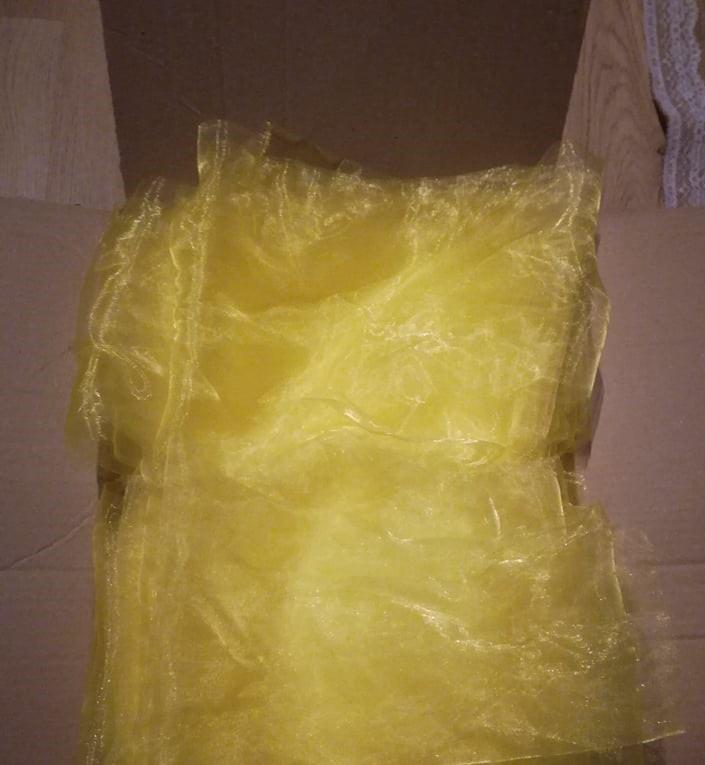 Žluté mašle na židle - Obrázek č. 1
