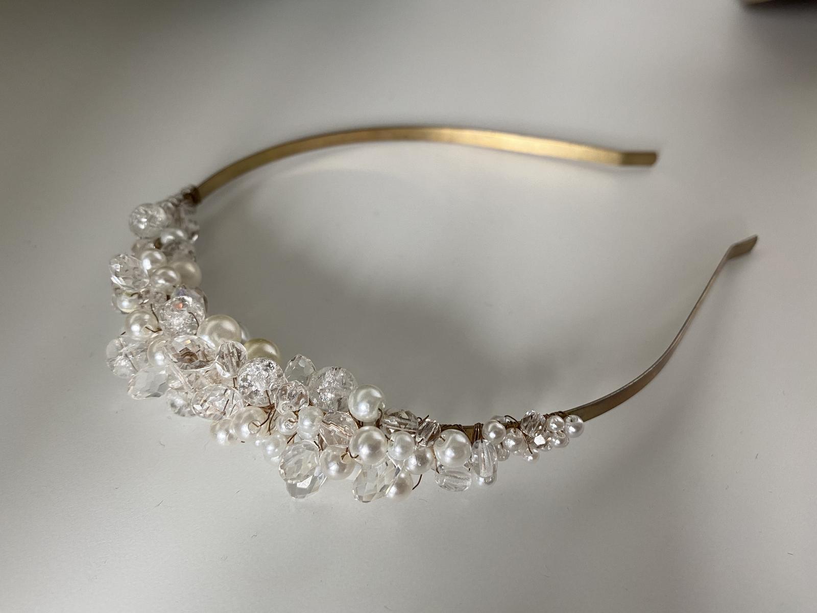 Svatební čelenka s křišťály a perlami - Obrázek č. 1