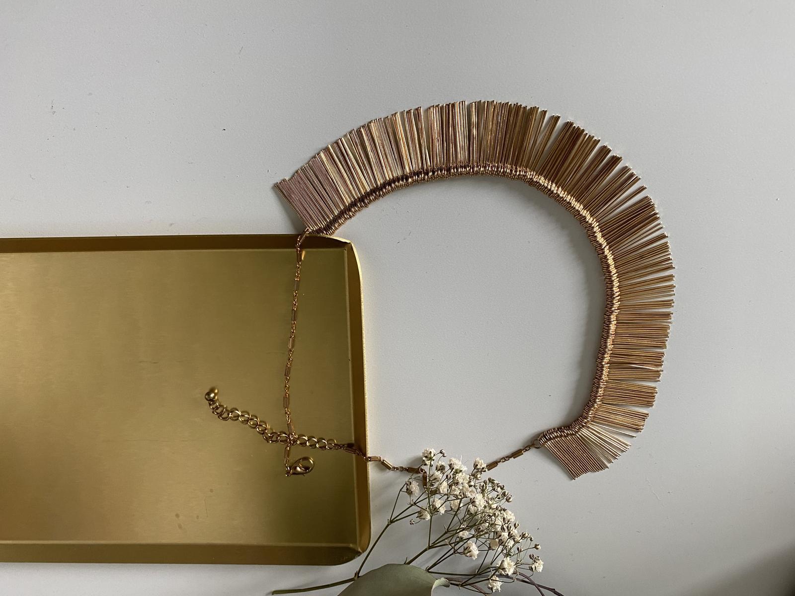 Zlatý náhrdelník – bižuterie - Obrázek č. 1