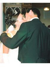 prvý mladomanželský bozk...