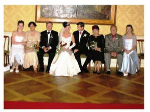 moja a manželova rodina - fotenie v kaštieli Orlové