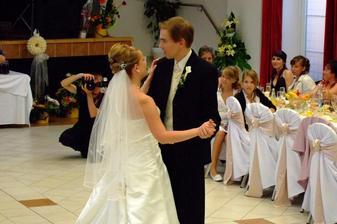 takto sme sa trapili na prvom tanci:)