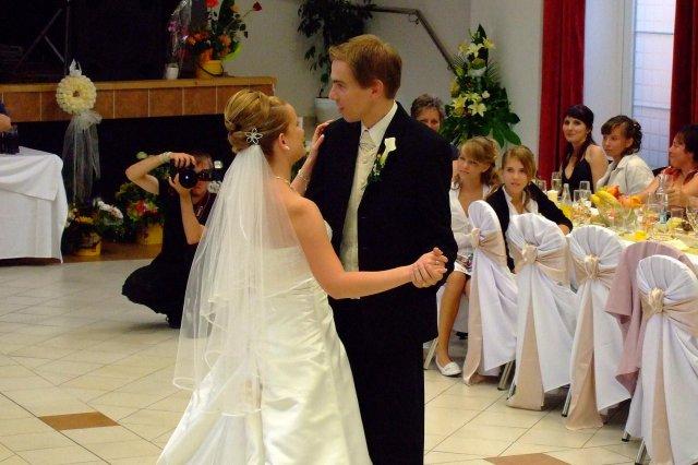 Lenka Tajcnerová{{_AND_}}Daniel Bohúň - takto sme sa trapili na prvom tanci:)