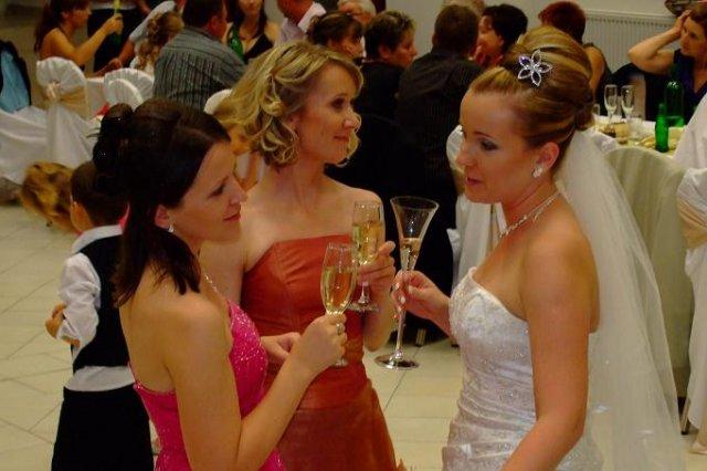 Lenka Tajcnerová{{_AND_}}Daniel Bohúň - so sestrickou Jankou a sestranicou Zuzankou este chybaju sestra Bibi a sestranica Kristinka ( super organizatorky)