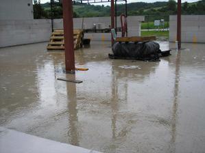..a máme bazén..;o(