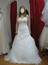 1 - úplně první šaty, které jsem zkoušela, ale nijak mě neokouzlily.