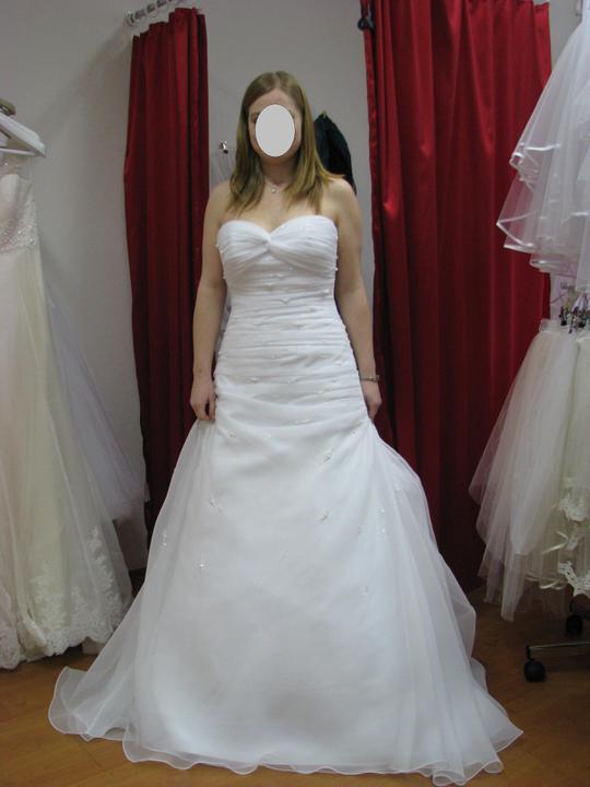 Vlasta a Honzík - 1 - úplně první šaty, které jsem zkoušela, ale nijak mě neokouzlily.