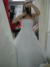 15 - Krásné, ale mají moc velkou sukni, která se při chůzi divně natřásala.