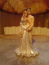 figurky na dort, ženich bude mít taky světlý oblek
