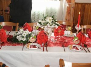 výzdoba stolů.....moc se jim povedla