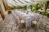 Foto: http://kalman.eu/. Realizácia (priestory, catering, ubytovanie, svadobná torta, candy bar, výslužky, výzdoba): www.castel.sk