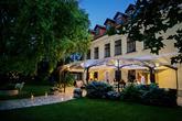 Foto: Lenka Košická. Realizácia, priestory, hostina, candy bar, výslužky, svadobná torta, výzdoba, ubytovanie: www.castel.sk