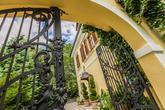 Foto: www.kalman.eu. Priestory, hostina, ubytovanie, svadobná torta, candy bar, výzdoba: www.castel.sk
