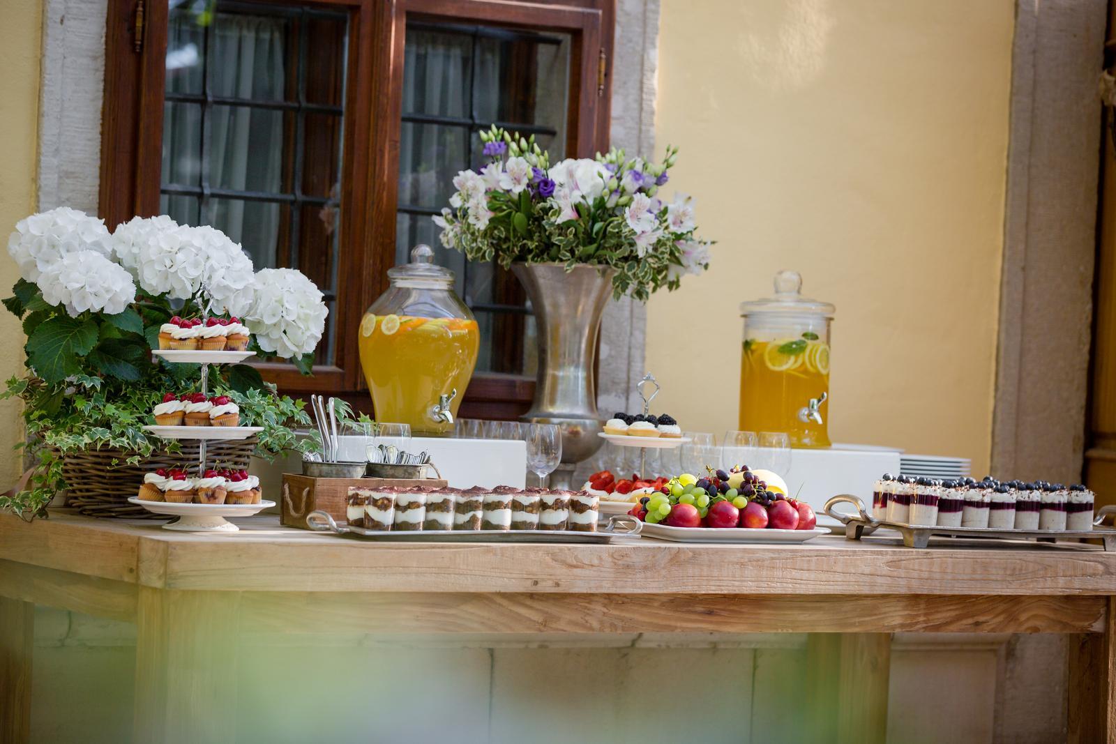 """Svadby 2017 v """"Castel Mierovo"""" - Foto: www.kalman.eu. Priestory, catering, candy bar, výzdoba, ubytovanie, výslužky, svadobná torta: www.castel.sk"""