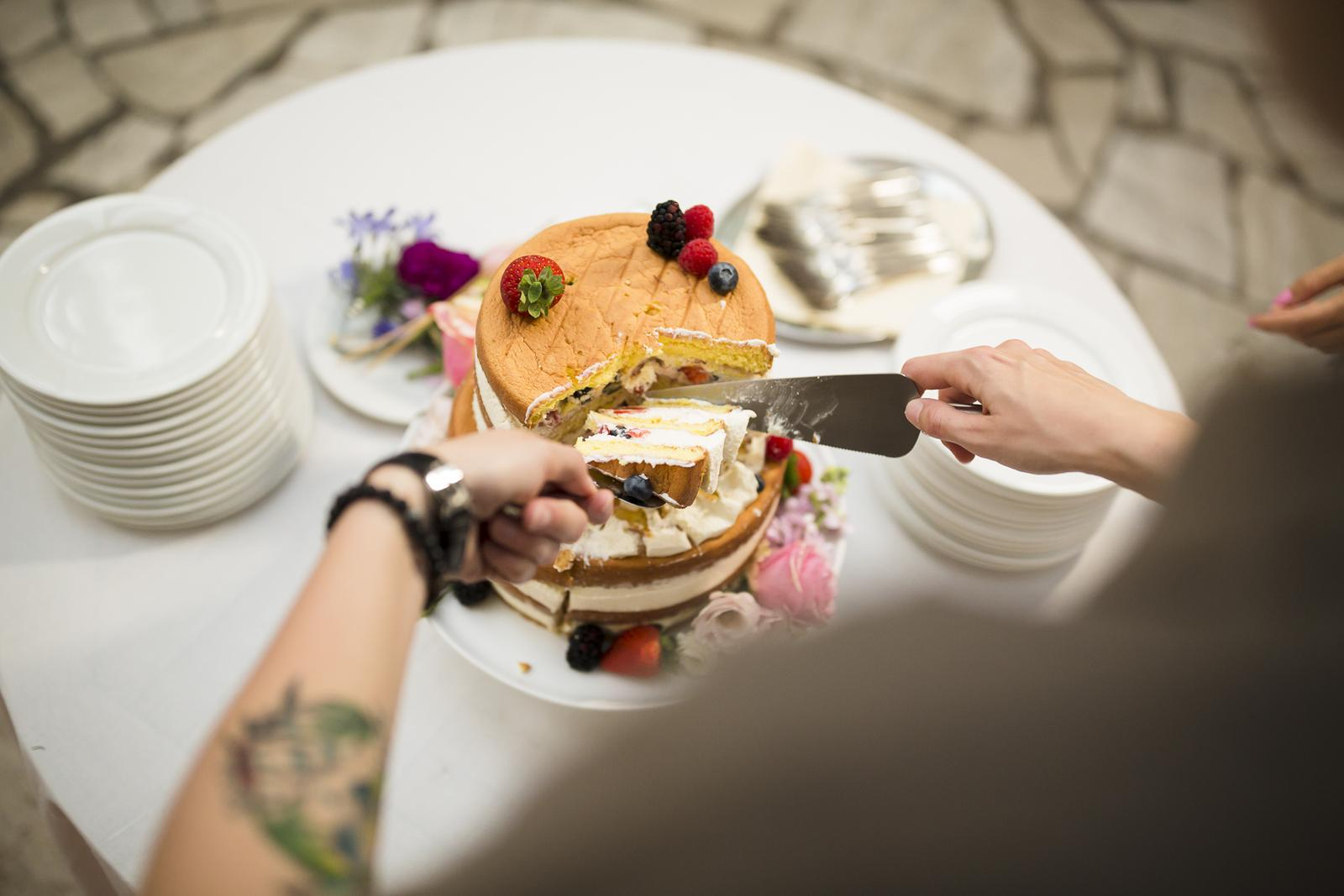 "Svadby 2017 v ""Castel Mierovo"" - Foto: www.bubiphoto.sk/. Realizácia: http://castel.sk/cakes-sweets/"