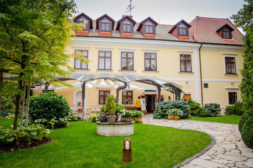 "Svadby 2019 v ""Castel Mierovo"" - Foto: www.kalman.eu. Realizácia: www.castel.sk"