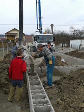 29.03. 2012 - náš stavebník Sebinko sa zaúča... :)