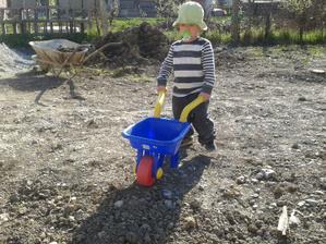 28.04. 2012 - najmladší pomocník, náš Simonko