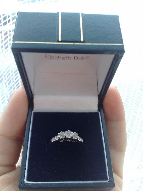 Naše krááásne a romantické zásnuby :o) 24/12/2009 :o) - Moj krásny diamantový snubáčik...:o)
