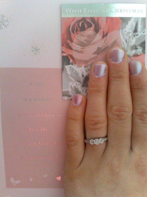 Naše krááásne a romantické zásnuby :o) 24/12/2009 :o) - Prstienok na mojej rúčke :o)