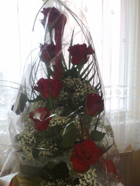 Naše krááásne a romantické zásnuby :o) 24/12/2009 :o) - moja zásnubná kytica :))