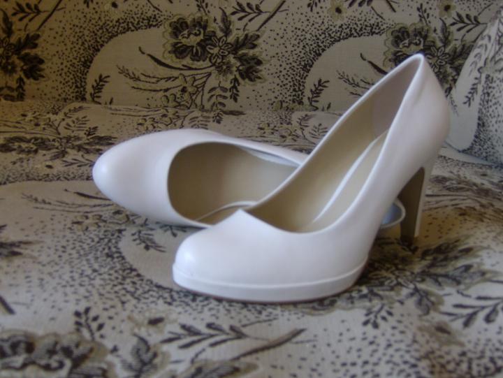 Začiatok krásnej cesty... - topánky na sobáš...darček od sestričky