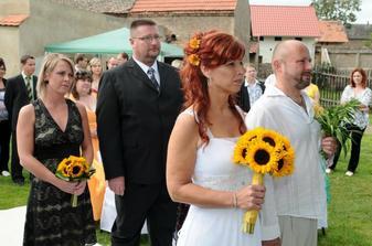 foto Lada Baladová...........dojatý svědek Heduš :-D