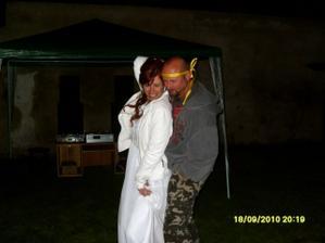 novomanželské objetí při tanci