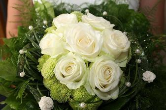 kyticu som ani nemala mať, ale poslal mi manželov šéf, tak som z nej urobila svadobnú