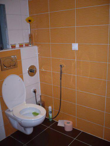 Záchod a bidetová sprcha - výborná vec, odporúčam