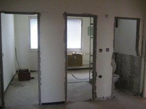 11.4. - najprv sme zbúrali jadro, bola tu chodba do kuchyne, kupelna a WC