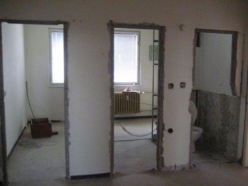 Konecne vlastny bytik (Košice) - rekonštrukcia - 11.4. - najprv sme zbúrali jadro, bola tu chodba do kuchyne, kupelna a WC