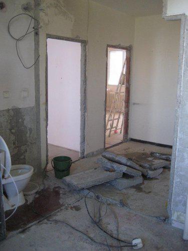 Konecne vlastny bytik (Košice) - rekonštrukcia - zrušili sme aj panel medzi kupelnou a WC