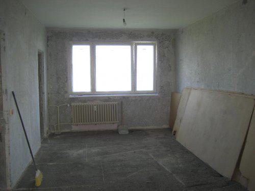 Konecne vlastny bytik (Košice) - rekonštrukcia - este vybrat stare parkety, pod nimi bola hobra a piesok, resp. strk