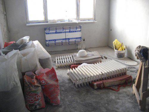 Konecne vlastny bytik (Košice) - rekonštrukcia - vymeneny radiator v obyvacke, v kuchyni uz nemame radiator
