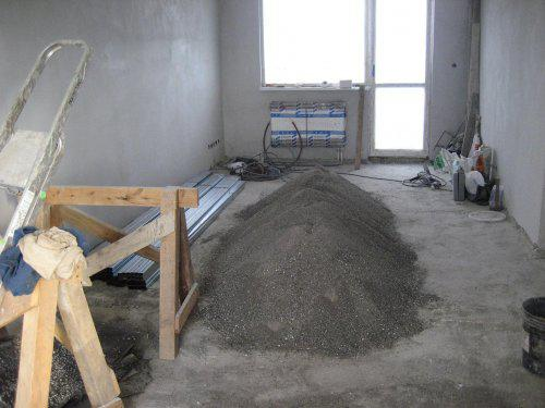 Konecne vlastny bytik (Košice) - rekonštrukcia - kde sa dalo, mame radiator typu ventil kompakt so spodnym pripojenim (strk sa pouzil na betonovy poter)