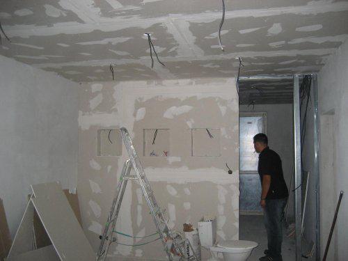 Konecne vlastny bytik (Košice) - rekonštrukcia - uz mame priecku, aj sadrokartonove podhlady (v celom byte)