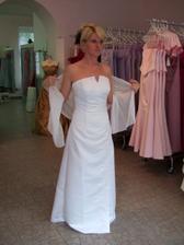 nicméně stále nevěsta čekala na ŽLUTÉ šaty. její sen!
