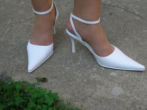 kupila som si svadobné topánky
