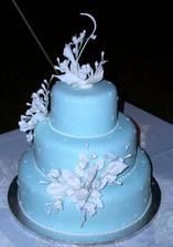 túto tortu sme vybrali ako hlavnú svadobnú a bude na  podstavcoch