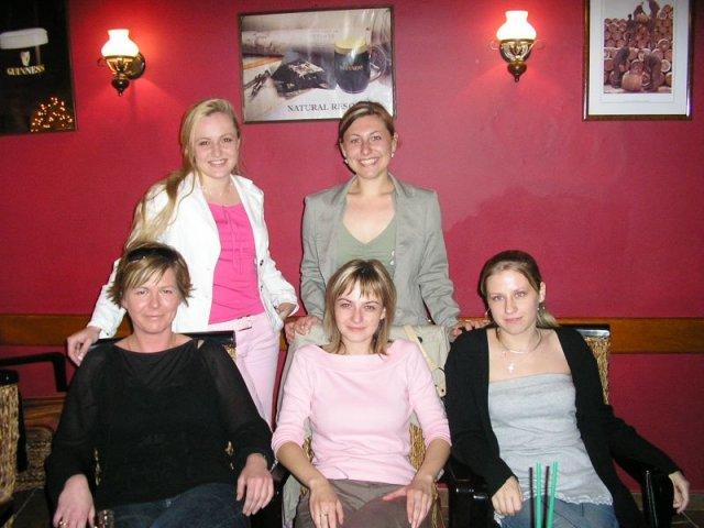 Stretnutie v Nitre 9.6.2006 - zhora: didianka a vcialkamaja, sedia: krissy1, macicka, mey