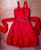 Krátke červené šaty , 36