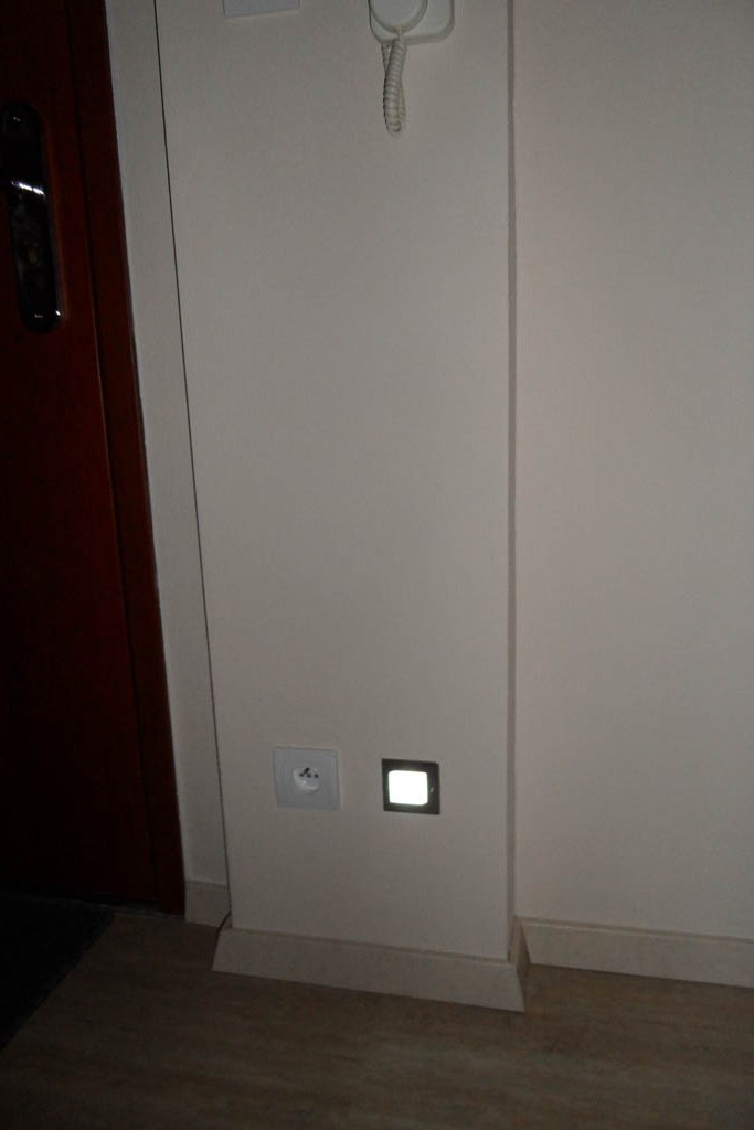 Naša kuchyňa a jej prerábanie - Nočné svetielko na pohybový senzor