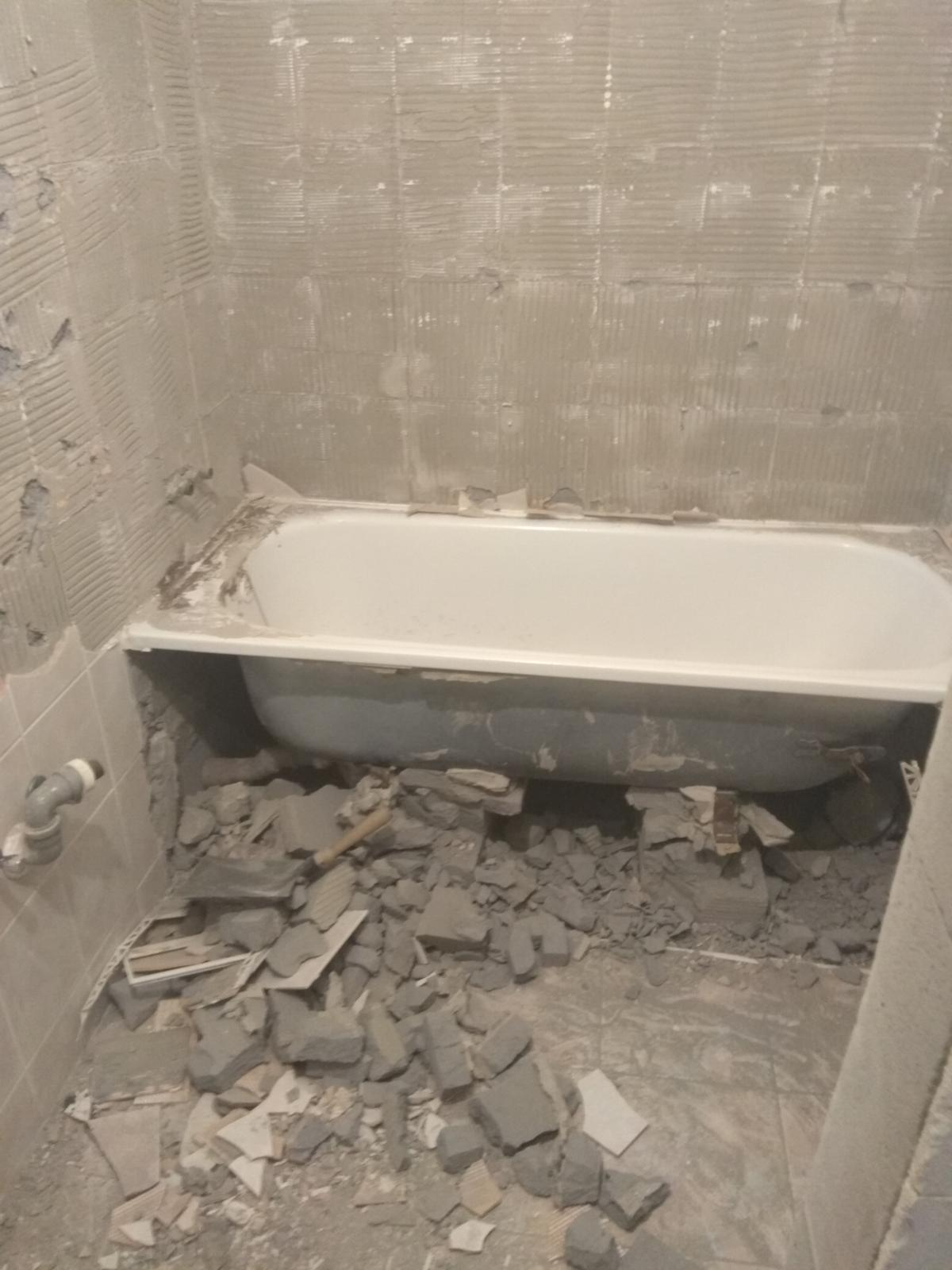 Prerábka panelákovej kúpelne a wc - Stará vaňa