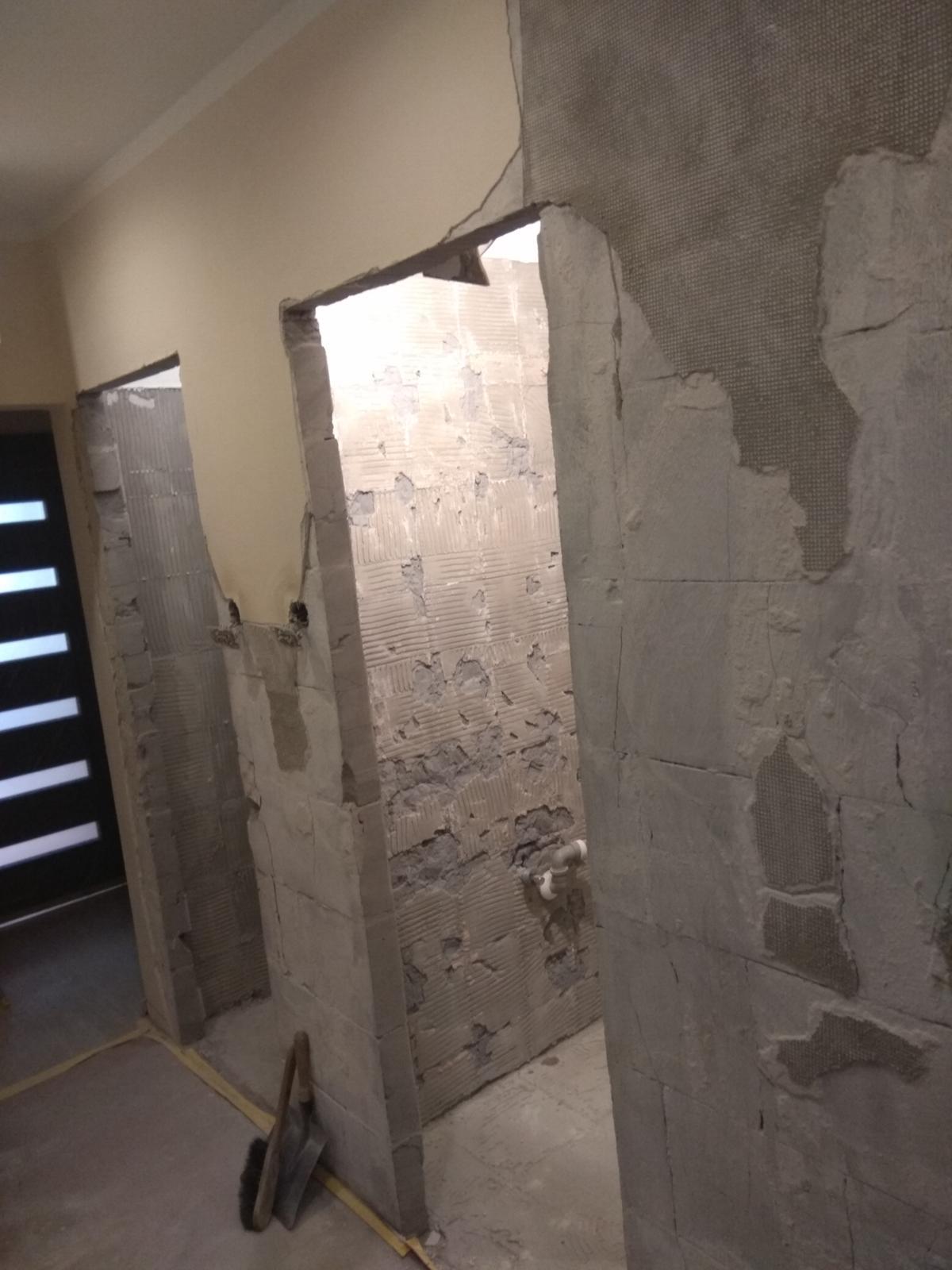 Prerábka panelákovej kúpelne a wc - Omietka na chodbe bola kvalitne urobená, odpadla skoro celá...