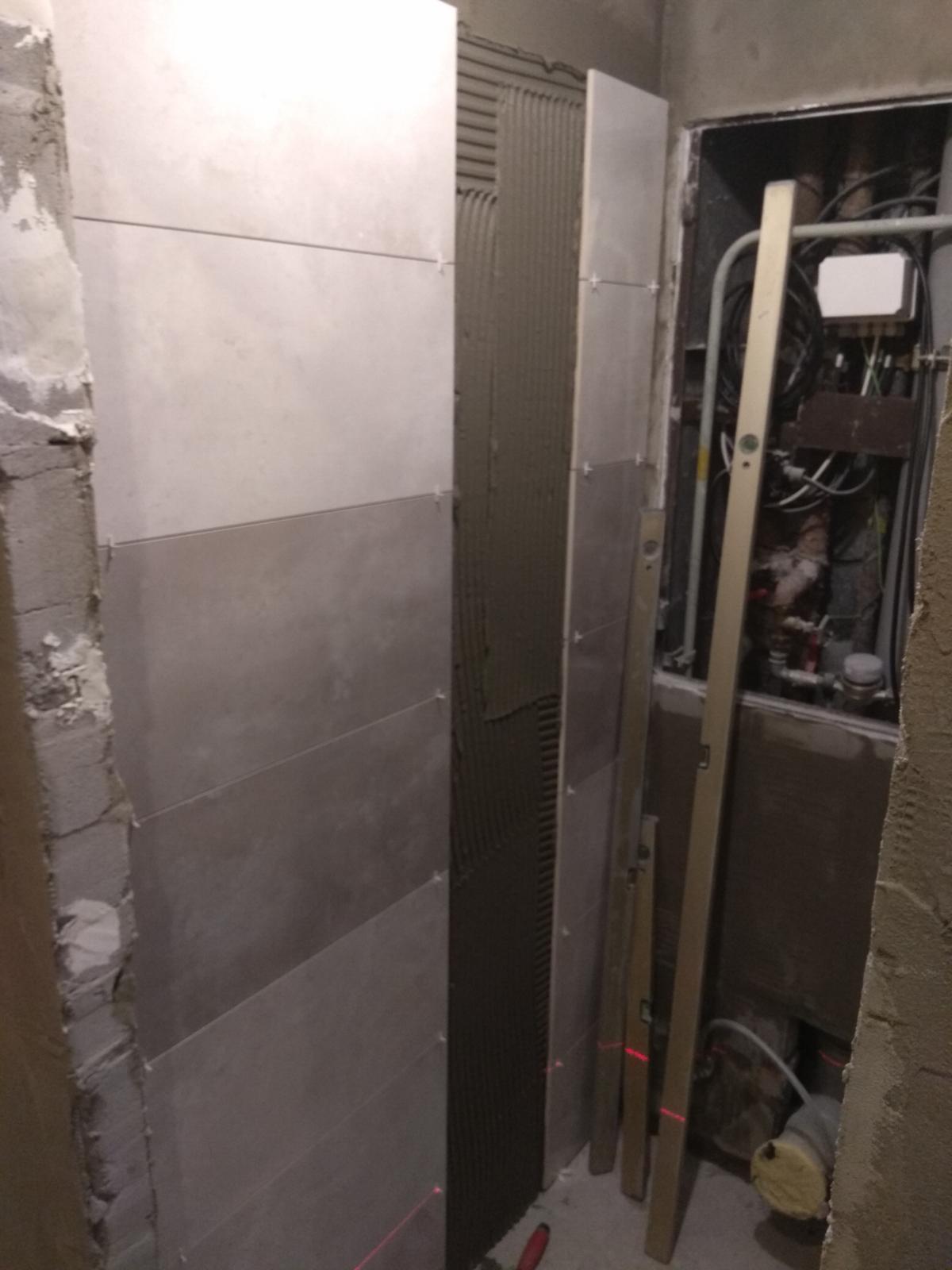 Prerábka panelákovej kúpelne a wc - Vynechaná špára na mozajku a nerezové lišty