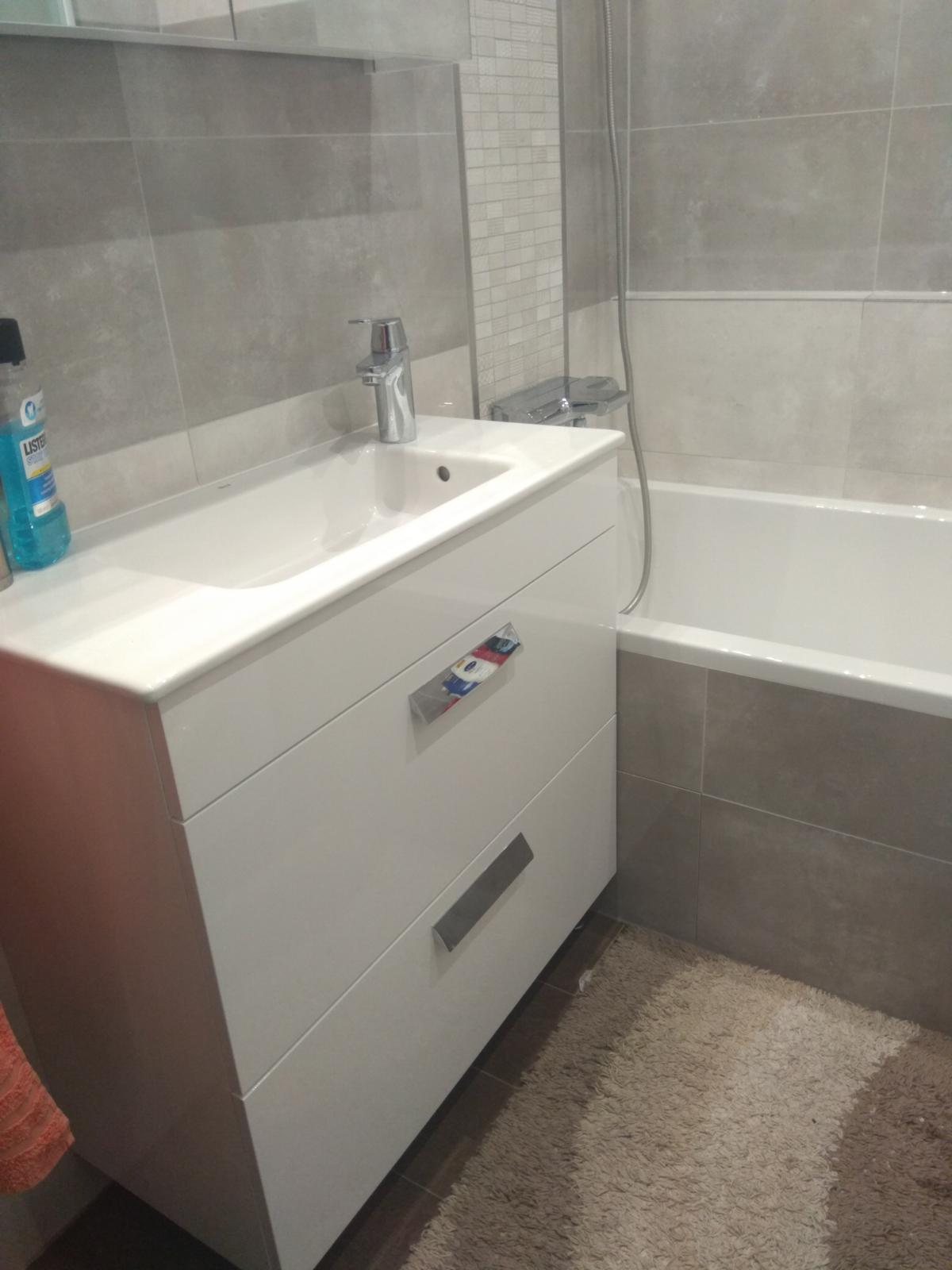 Prerábka panelákovej kúpelne a wc - Roca DEBBA Skrinka s umývadlom 80x36x72cm + GROHE Eurosmart Cosmopolitan