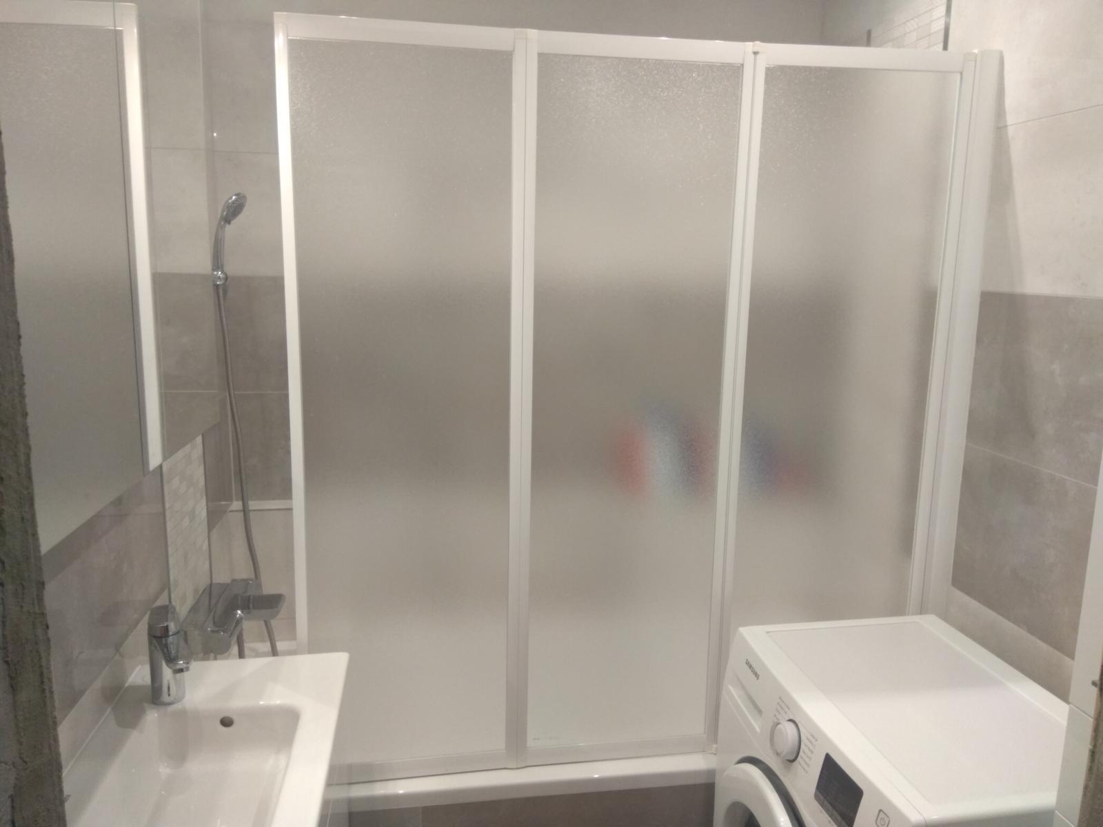 Prerábka panelákovej kúpelne a wc - Ravak VS3 130 vaňová zástena, trojdielne sklápacie dvere
